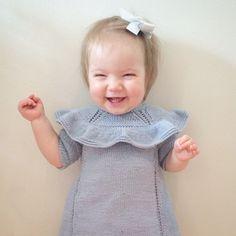 Ei lita bursdagsjente med nystrikka #dansekjolen  #ministrikk #knitstagram #diy #birthday #happy #strikkedilla