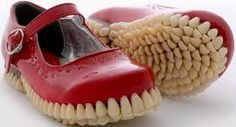 Resultado de imagem para sapatos diferentes