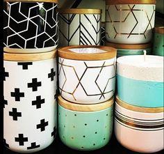 Painted Plant Pots, Painted Flower Pots, Pots D'argile, Casa Retro, Flower Pot Design, Pottery Painting Designs, Canisters, Interior Design Living Room, Diy Home Decor