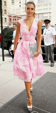 lush-fab-glam.com+celebrity+style+Jessica+Alba+in+a+pink+Antonio+Berardi+short+sleeve+flare+dress+and+Brian+Atwood+mirror+sandals.jpg (428×863)