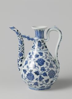 Ewer with long curving spout, Yongle period, c. 1400 - c. 1425, blue and white porcelain, h 30cm × d 7.5cm. AK-RBK-1965-88. Purchased with the support of the Stichting tot Bevordering van de Belangen van het Rijksmuseum, 1972. Rijksmuseum, Amsterdam.