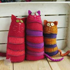 Pets, Home & Garden: Ideal toys for small cats Sock Crafts, Cat Crafts, Kids Crafts, Cute Sewing Projects, Sewing Crafts, Fabric Toys, Fabric Crafts, Old Sweater Crafts, Bear Felt