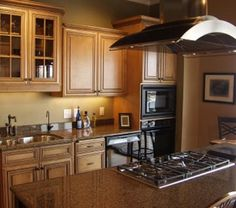 Small Kitchen Design Love This Layout But I Like White Cabinets And Grey Counter Tops