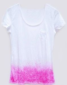 DIY Dip Dye T-Shirt from Free People - Wow! Simple and stunning. Dip Dye T Shirts, Diy Tie Dye Shirts, Shirt Diy, Shibori, Do It Yourself Inspiration, Diy Inspiration, Diy Camisa, Diy Fashion Projects, Diy Projects