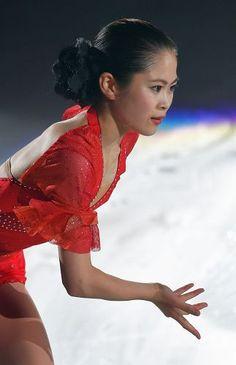 アイスショーで滑りを披露する宮原知子=真駒内セキスイハイムアイスアリーナで2015年7月22日