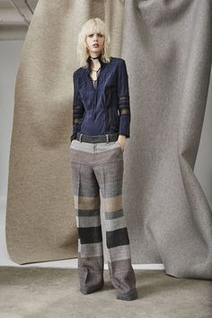 Pantalones bota ancha para lograr un look de impacto. Combínalos con prendas muy chic y tendrás un outfit perfecto.