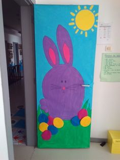 Pascoa Class Decoration, School Decorations, Easter Activities, Easter Crafts For Kids, Classroom Door, Preschool Art, Mason Jar Crafts, Doors, Door Ideas