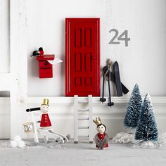 Santaland with elf doors www.pandurohobby.com Christmas Decor by Panduro #christmas #Decor #DIY #miniature #nissedörr