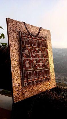 دمج فن النحاس مع التطريز Disney Cross Stitch Patterns, Cross Stitch Borders, Cross Stitch Designs, Diy Embroidery, Cross Stitch Embroidery, Embroidery Patterns, Palestine Art, Palestinian Embroidery, Ramadan Decorations