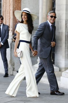 Amal Clooney Just Made Off-White Heels Look Office-Appropriate Looks Chic, Looks Style, Look Fashion, Fashion Outfits, Womens Fashion, Star Fashion, Fashion Trends, Celebrity Outfits, Celebrity Style