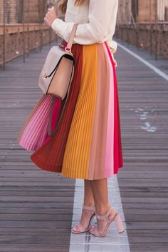 Pleated Skirt & Ivory Blouse – Hello It's LOH Faltenrock & Elfenbeinbluse – Hallo LOH Midi Rock Outfit, Midi Skirt Outfit, Skirt Outfits, Cute Outfits, Long Skirt Fashion, Modest Fashion, Fashion Outfits, Fashion Ideas, Classy Outfit