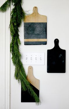 Simple Christmas decorating ideas: garland, painted cutting boards, kitchen