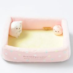 Sumikko Gurashi is a line of feel-good characters by San-X that are plump, oddly shaped animals that like to hang out in corners and love stuffing their faces full of mandarin oranges. This handy and cute multi-use tray features Polar Bear who comes from the corner of the world and his little buddy Furoshiki who acts as his travel bag hanging out in the corners of the tray. Perfectly sized for storing your smartphone, portable gaming device, glasses, or any other small items you prefer to…