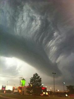 A roll cloud... This slide show is a must see if you have never seen a roll cloud...