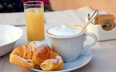 Cornetto caldo e cappuccino by Food Italian Breakfast, Breakfast For Dinner, Perfect Breakfast, Breakfast Time, Breakfast Ideas, Breakfast Healthy, Brunch Ideas, Healthy Eating, My Favorite Food