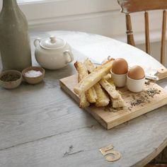 Soft-boiled eggs with toast soilders