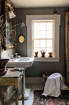 Eclectic Bathroom, Bathroom Interior Design, Small Bathroom, Bathroom Ideas, Bathroom Organization, Antique Bathroom Decor, French Bathroom Decor, Victorian Bathroom, Ikea Bathroom