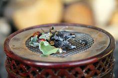 Aromatische Kräuterlein aus Wald und Wiese statt Duftkerzen! Lies hier welches Buch Lisa inspiriert hat und welche Pflanzen Du jetzt noch sammeln kannst :)