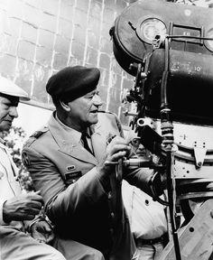 Souvenirs - Photos - John Wayne dirigeant les 'Bérets Verts' en 1968
