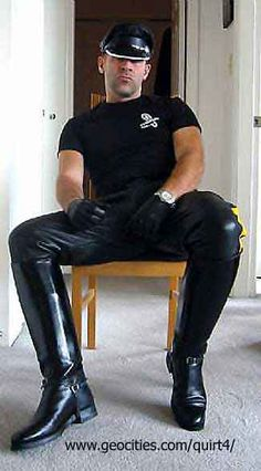 Tight Leather Pants, Leather Trousers, Leather Gloves, Leather Fashion, Sexy Men, Sexy Guys, Men Dress, Black Leather, Biker Leather