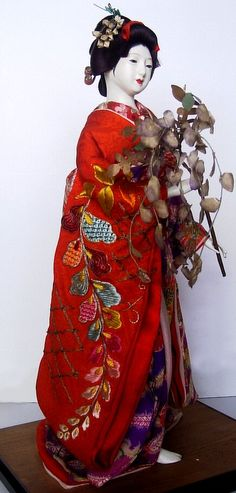 japanese antique doll of Maiko. The Black Samurai Online Store Japanese Geisha, Japanese Kimono, Japanese Art, Japanese Doll, Hina Dolls, Kokeshi Dolls, Art Dolls, Japanese Traditional Dolls, Geisha