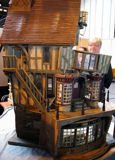 Mitchy Moo Miniatures Blog - This is the kind of inspiration I need to get my 1:40 log cabin-project back on track! =)