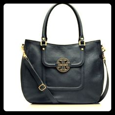 """Tory Burch Amanda Classic Hobo Brand New Tory Burch Amanda Classic Hobo in Black color, magnetic snap closure, exterior back slit pocket, interior zipper pocket, 2 additional interior open pockets, leather handle w/ 7"""" drop, removable, adjustable crossbody strap measuring 24"""". 14"""" L x 11"""" H x 4.5"""" D Tory Burch Bags Hobos"""