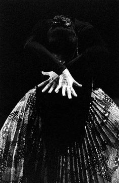 Cristina Hoyos, spanish flamenco dancer (II)The pattern and texture of this skirt