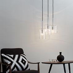 Rockford klyngependel fra LampGustaf. Stilfuld og moderne lampe med 3 glasskærme med krom detaljer. Køb lamper direkte online hos Lys-Lamper.dk