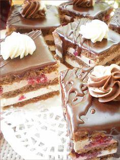 Prajitura cu ciocolata si zmeura | Bucataresele vesele Romanian Desserts, Russian Desserts, Romanian Food, Yummy Treats, Sweet Treats, Yummy Food, Sweets Recipes, Cookie Recipes, European Cuisine
