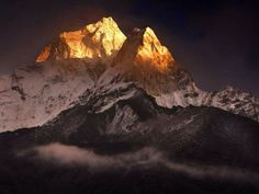 Nepal: Ama Dablam Mountain