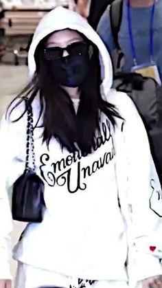 Solo Dance Video, Dance Videos, Black Pink Songs, Black Pink Kpop, Kim Jennie, Kpop Outfits, Korean Outfits, Exo Music, Blackpink Poster