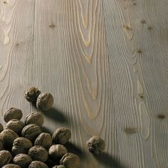 Knotted Larch - Varnished Clay - brushed. Larice argilla.