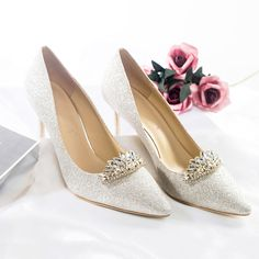 Glitter Wedding Shoes, Wedding Pumps, Silver Outfits, Stiletto Heels, High Heels, Types Of Shoes, Silver Glitter, Beautiful Shoes, Leather