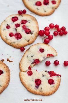 http://www.mojewypieki.com/przepis/kruche-ciastka-z-porzeczkami-i-czekolada Kruche ciastka z porzeczkami i czekoladą