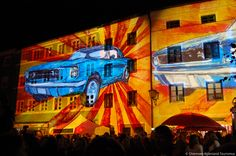 Wasserburg leuchtet - Zum zehnten Mal das Original: Gebäude werden mit speziellen Lichteffekten angestrahlt, Laserstrahlen überspannen Straßen, sphärischer Chill-out-Sound klingt durch die Stadt, Open-Air-Kino und Live-Musik sorgen für Stimmung.  Wasserburg Leuchtet wird jedes Jahr am ersten Freitag nach dem Schulanfang veranstaltet. 2013 findet die Veranstaltung am 14.09. statt.