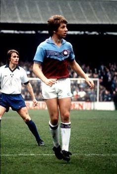 West Ham 1 Shrewsbury 3 in April 1980 at Upton Park. Geoff Pike in action as the Shrews shock the Hammers #Div2