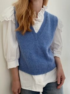 Sweater Vest Outfit, Shrug Sweater, Vest Outfits For Women, Cardigans For Women, Knit Vest Pattern, Knit Patterns, Cute White Shirts, How To Purl Knit, Knit Fashion