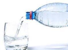 L'Idratazione in Gravidanza. Ormai siamo tutti consapevoli dell'importanza vitale, che ha l'assunzione di acqua nel nostro organismo. A maggior ragione durante la gravidanza l'idratazione, riveste un ruolo centrale poiché, proprio attraverso il consumo di bevande, la futura mamma fornisce tutti i nutrimenti necessari al suo bambino per sostenere l'aumento del flusso sanguigno e per formare il liquido amniotico. www.ilnidodegliangeli.it/I-Nostri-Consigli.html #ilfuturoiniziadaqui