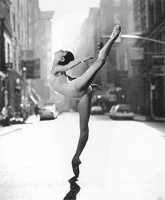 Paloma Herrera, a beautiful ballet dancer Contemporary Ballet, Modern Contemporary, Dance Like No One Is Watching, Dance Movement, Ballet Photography, Body Photography, Landscape Photography, Ballet Beautiful, Beautiful Lines