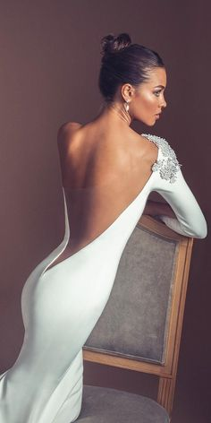 Unique sexy wedding dress with open back and long sleeves.wedding… Unique sexy wedding dress with open back and long sleeves. Stunning Wedding Dresses, Dream Wedding Dresses, Elegant Wedding, Bridal Dresses, Wedding Gowns, Party Dresses, Fall Wedding, Long Sleeve Wedding, Wedding Dress Sleeves