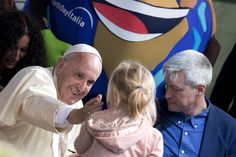 Pope Francis has made a surprise visit to one of Rome's main parks to participate in an Earth Day event.