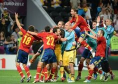 Spain's players celebrate at the end of their penalty shootout victory over Portugal in the Euro 2012 semi-final Euro 2012, Semi Final, Victorious, Finals, Portugal, Basketball Court, Celebrities, Sports, Hs Sports