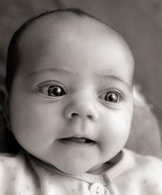 sara-heinrichs-black-and-white-baby-portraits-3