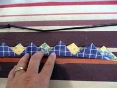 Continuous Prairie Points Using Two Fabrics