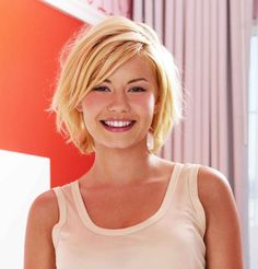 Elisha Cuthbert's blonde bob.