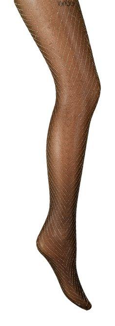 Party time Lurex Chevron -sukkahousut, 5 €. 30den kiiltävät juhlasukkahousut. Näyttävä kalanruotokuvio. Rajaton housuosa, kärkivahvikkeeton. Norm. 16,95 €. SUKKABAARI, E-TASO