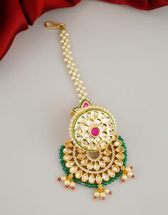 Wedding Jewellery Designs, Antique Jewellery Designs, Gold Bridal Earrings, Wedding Jewelry, Wedding Hair, Tika Jewelry, Jewelery, Art Deco Jewelry, Jewelry Design