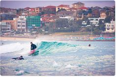 Logger making the most of a small Bondi swell, photo by Uge at Aquabumps