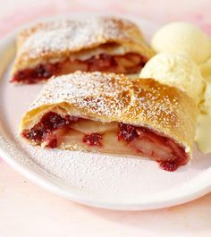 Apple and cranberry strudel – Top Trends Strudel Topping, Cakes And More, Thanksgiving Recipes, Apple Pie, Cravings, Nom Nom, Stampin Up, French Toast, Food Photography
